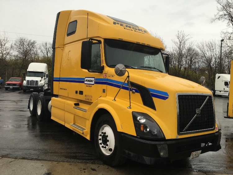 Sleeper Tractor-Heavy Duty Tractors-Volvo-2011-VNL64T670-INDIANAPOLIS-IN-537,830 miles-$34,250