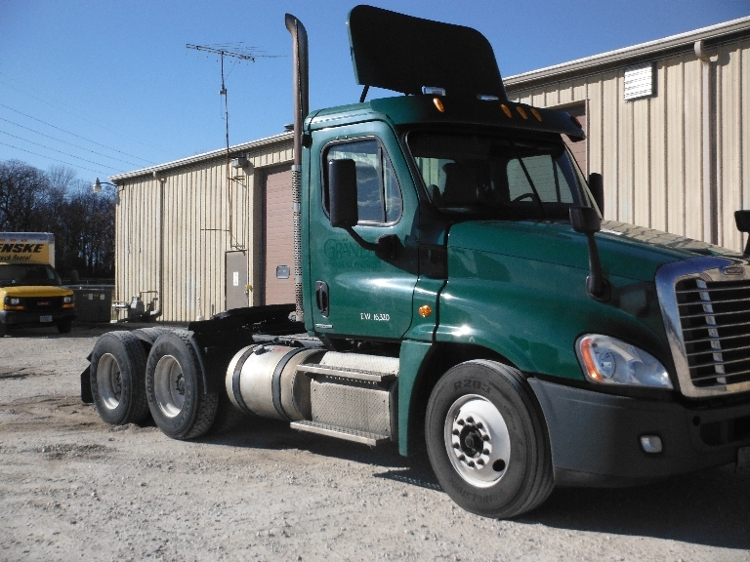 Day Cab Tractor-Heavy Duty Tractors-Freightliner-2011-Cascadia 12564ST-FOND DU LAC-WI-471,462 miles-$27,250