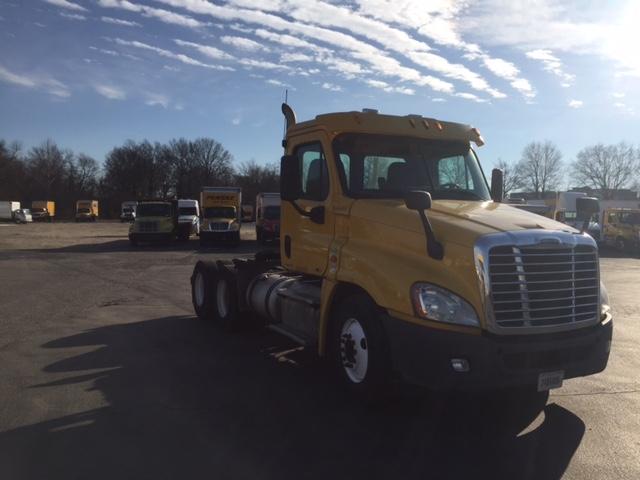 Day Cab Tractor-Heavy Duty Tractors-Freightliner-2011-Cascadia 12564ST-PENNSAUKEN-NJ-329,666 miles-$25,750