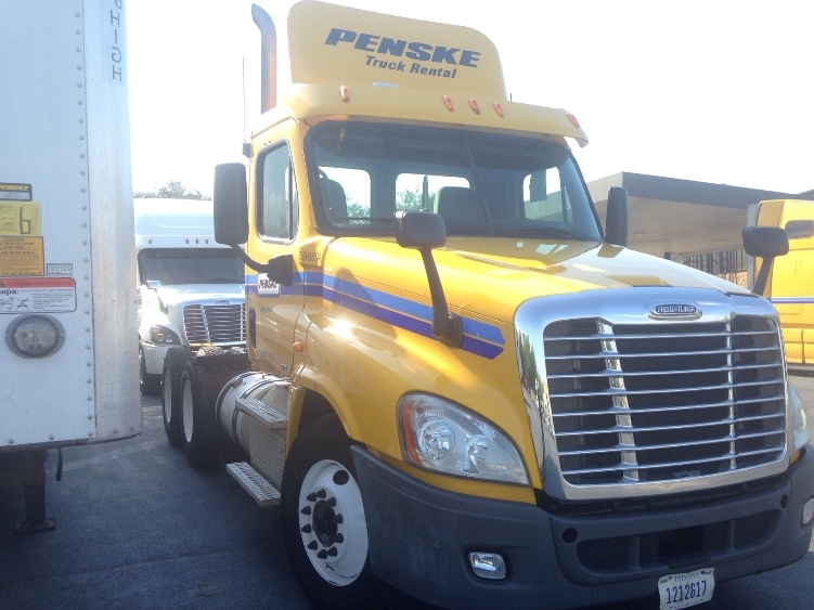 Day Cab Tractor-Heavy Duty Tractors-Freightliner-2011-Cascadia 12564ST-CONOVER-NC-452,800 miles-$30,750