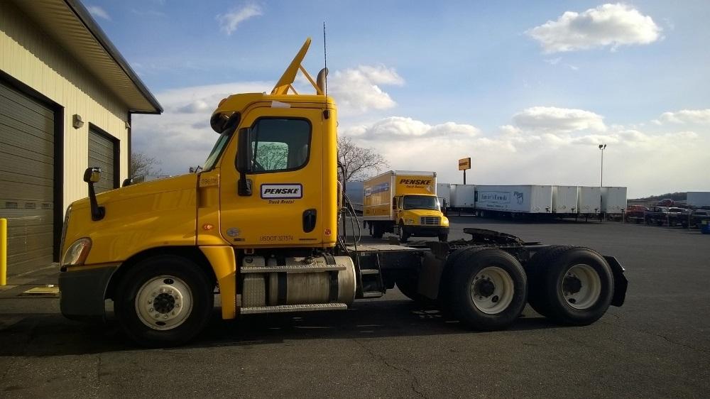 Day Cab Tractor-Heavy Duty Tractors-Freightliner-2011-Cascadia 12564ST-HARRISONBURG-VA-400,267 miles-$35,250