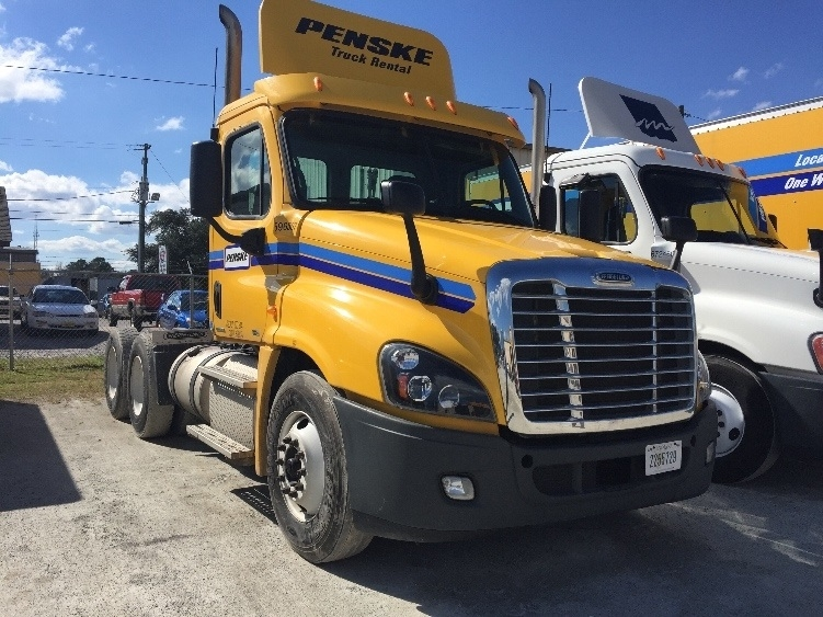 Day Cab Tractor-Heavy Duty Tractors-Freightliner-2011-Cascadia 12564ST-GARNER-NC-391,767 miles-$31,500