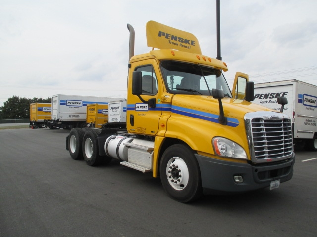Day Cab Tractor-Heavy Duty Tractors-Freightliner-2011-Cascadia 12564ST-GREENVILLE-SC-333,315 miles-$41,250