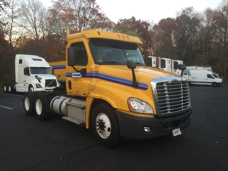 Day Cab Tractor-Heavy Duty Tractors-Freightliner-2011-Cascadia 12564ST-NEW CASTLE-DE-330,093 miles-$28,500
