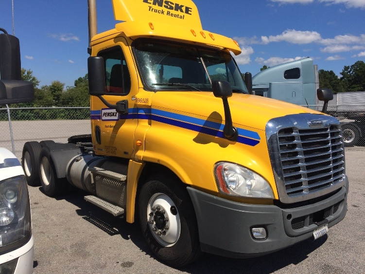 Day Cab Tractor-Heavy Duty Tractors-Freightliner-2011-Cascadia 12564ST-GREENVILLE-SC-556,834 miles-$31,750