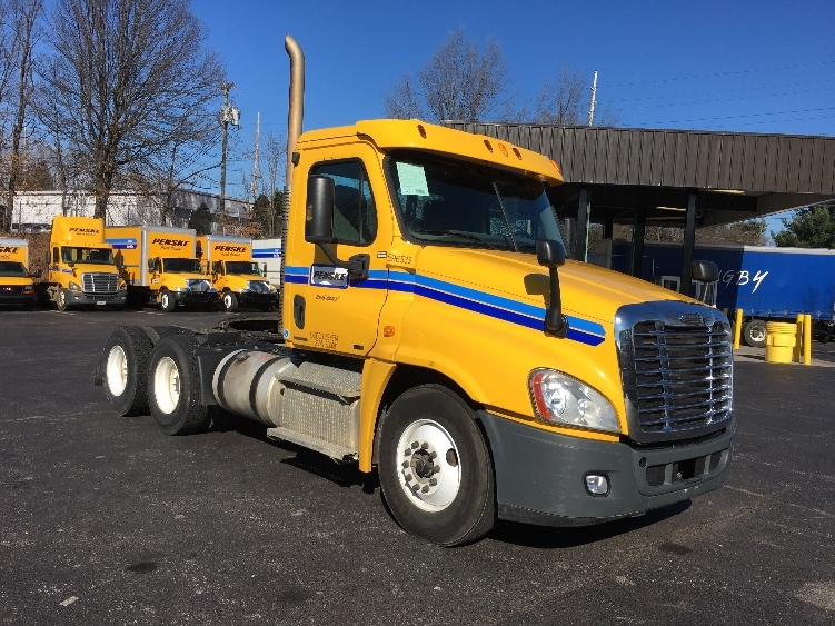 Day Cab Tractor-Heavy Duty Tractors-Freightliner-2011-Cascadia 12564ST-GREENSBORO-NC-490,741 miles-$30,750