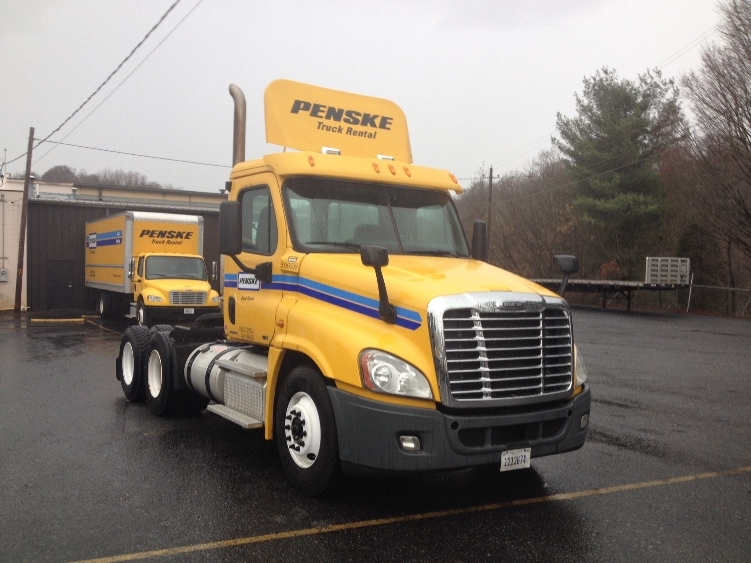 Day Cab Tractor-Heavy Duty Tractors-Freightliner-2011-Cascadia 12564ST-BLOUNTVILLE-TN-563,323 miles-$32,250