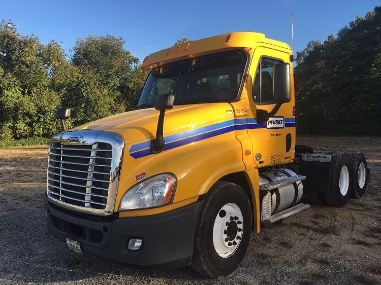 Day Cab Tractor-Heavy Duty Tractors-Freightliner-2011-Cascadia 12564ST-PENNSAUKEN-NJ-394,261 miles-$26,250