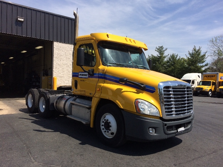 Day Cab Tractor-Heavy Duty Tractors-Freightliner-2011-Cascadia 12564ST-BALTIMORE-MD-311,137 miles-$29,500