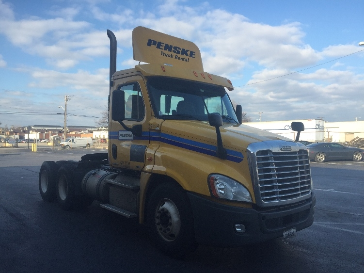 Day Cab Tractor-Heavy Duty Tractors-Freightliner-2011-Cascadia 12564ST-ESSEX-MD-620,522 miles-$26,750