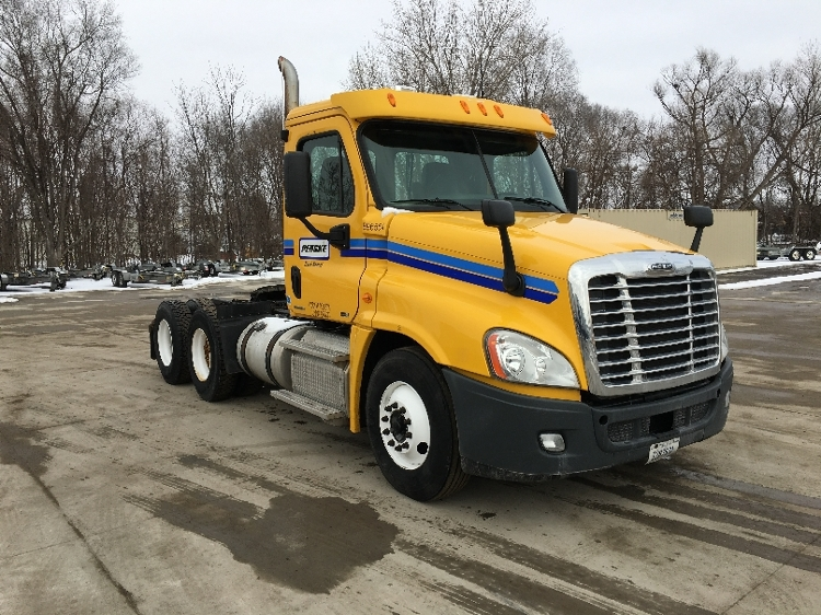 Day Cab Tractor-Heavy Duty Tractors-Freightliner-2011-Cascadia 12564ST-DES MOINES-IA-286,760 miles-$28,750