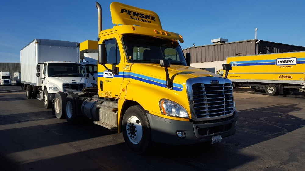 Day Cab Tractor-Heavy Duty Tractors-Freightliner-2011-Cascadia 12564ST-FORT WAYNE-IN-485,839 miles-$26,000