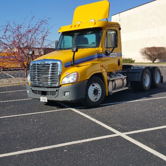 Day Cab Tractor-Heavy Duty Tractors-Freightliner-2011-Cascadia 12564ST-EAGAN-MN-357,664 miles-$34,250