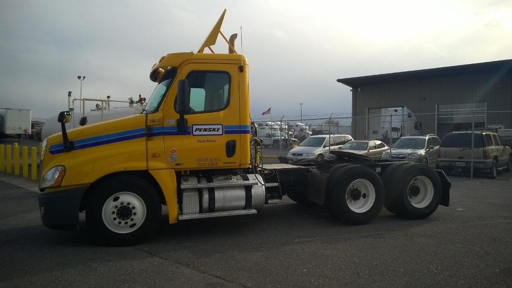 Day Cab Tractor-Heavy Duty Tractors-Freightliner-2011-Cascadia 12564ST-HARRISONBURG-VA-456,670 miles-$34,000