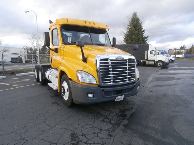 Day Cab Tractor-Heavy Duty Tractors-Freightliner-2011-Cascadia 12564ST-WILSONVILLE-OR-365,520 miles-$30,500