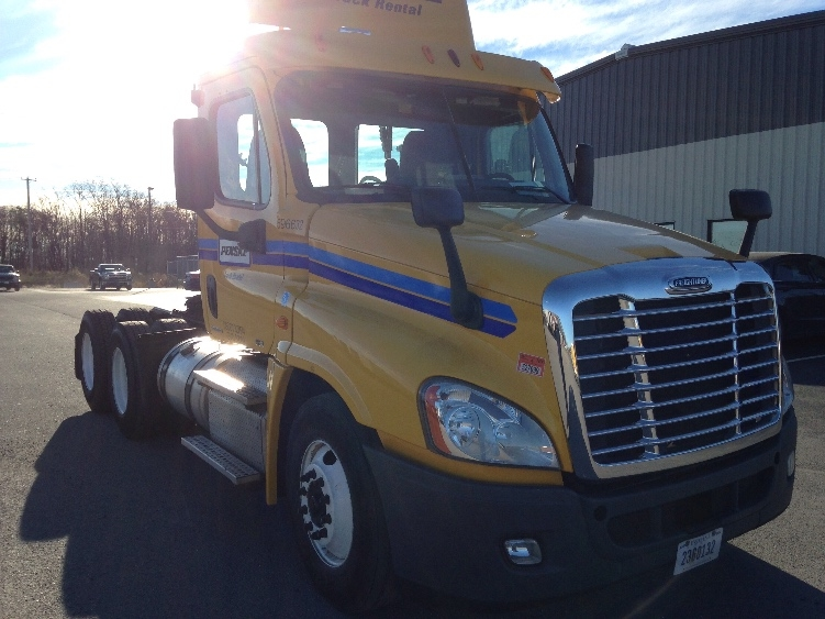 Day Cab Tractor-Heavy Duty Tractors-Freightliner-2011-Cascadia 12564ST-POTTSVILLE-PA-224,009 miles-$41,750