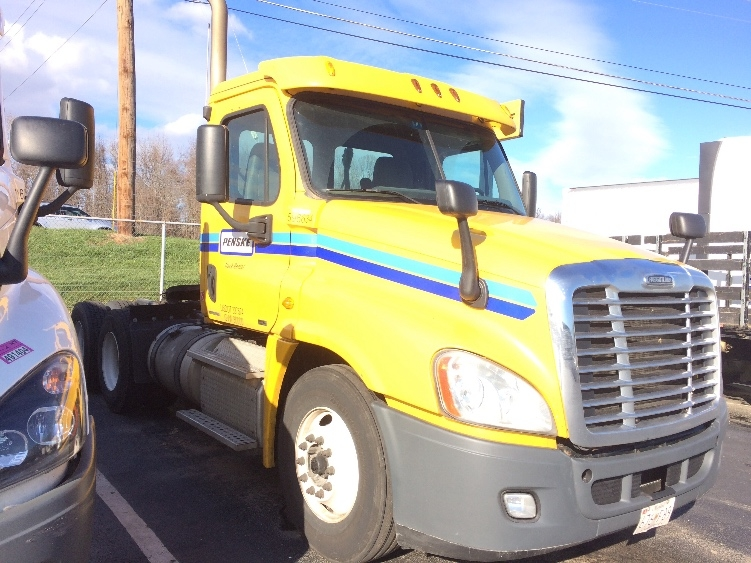Day Cab Tractor-Heavy Duty Tractors-Freightliner-2011-Cascadia 12564ST-ESSEX-MD-395,533 miles-$30,250