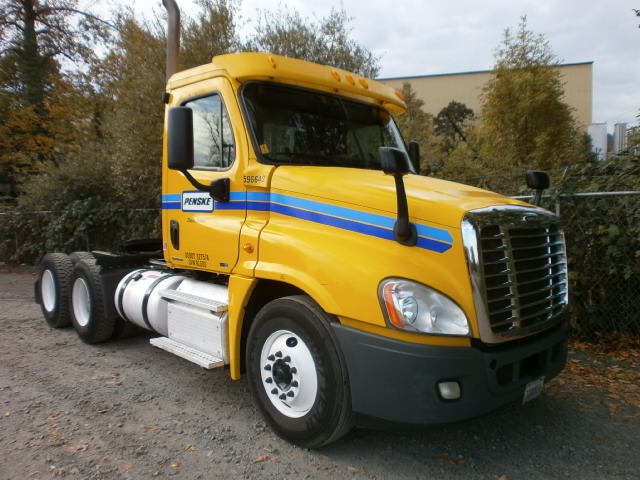 Day Cab Tractor-Heavy Duty Tractors-Freightliner-2011-Cascadia 12564ST-PORTLAND-OR-315,269 miles-$38,000