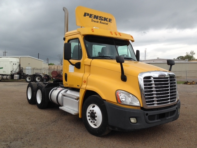 Day Cab Tractor-Heavy Duty Tractors-Freightliner-2011-Cascadia 12564ST-HAMMOND-LA-338,401 miles-$36,250