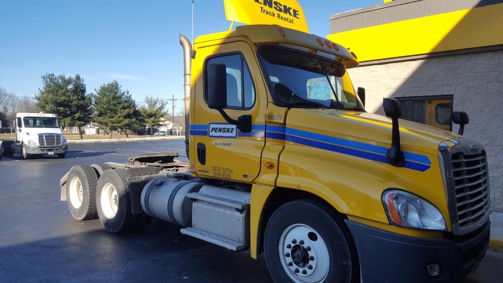Day Cab Tractor-Heavy Duty Tractors-Freightliner-2011-Cascadia 12564ST-PENNSAUKEN-NJ-378,229 miles-$24,750