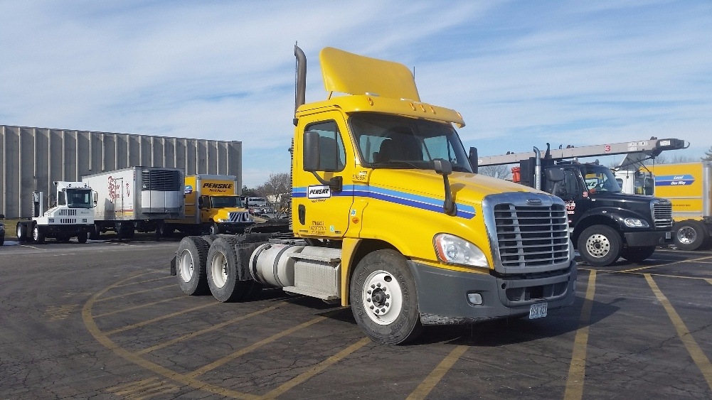 Day Cab Tractor-Heavy Duty Tractors-Freightliner-2011-Cascadia 12564ST-EARTH CITY-MO-373,550 miles-$40,500