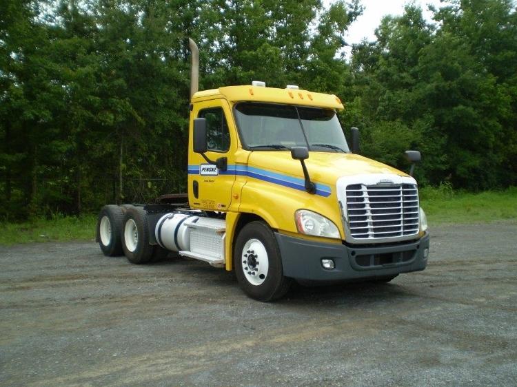Day Cab Tractor-Heavy Duty Tractors-Freightliner-2011-Cascadia 12564ST-BIRMINGHAM-AL-431,750 miles-$30,250