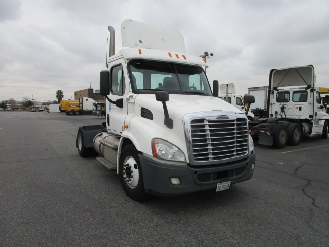 Day Cab Tractor-Heavy Duty Tractors-Freightliner-2011-Cascadia 11342ST-TORRANCE-CA-268,465 miles-$37,750