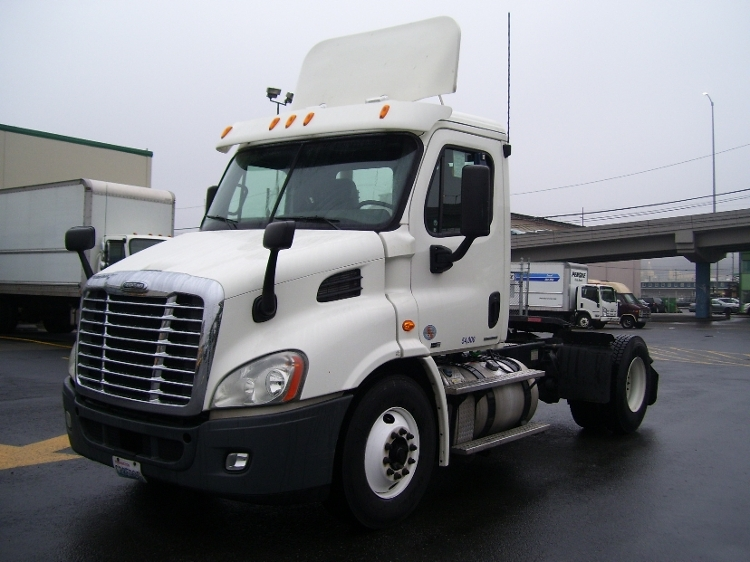Day Cab Tractor-Heavy Duty Tractors-Freightliner-2011-Cascadia 11342ST-SEATTLE-WA-418,272 miles-$36,000