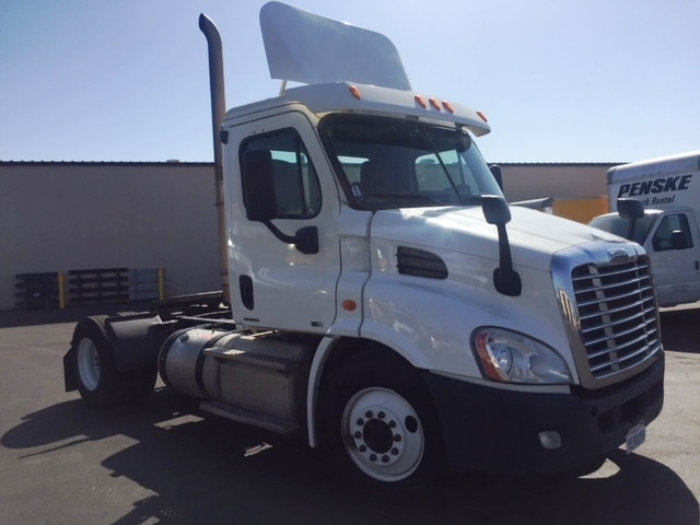 Day Cab Tractor-Heavy Duty Tractors-Freightliner-2011-Cascadia 11342ST-TORRANCE-CA-466,613 miles-$34,750