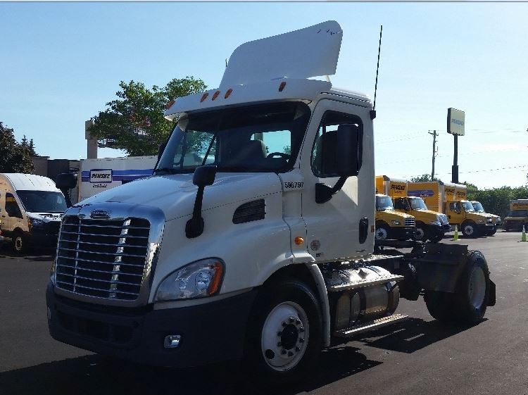 Day Cab Tractor-Heavy Duty Tractors-Freightliner-2011-Cascadia 11342ST-MILWAUKEE-WI-358,012 miles-$34,000