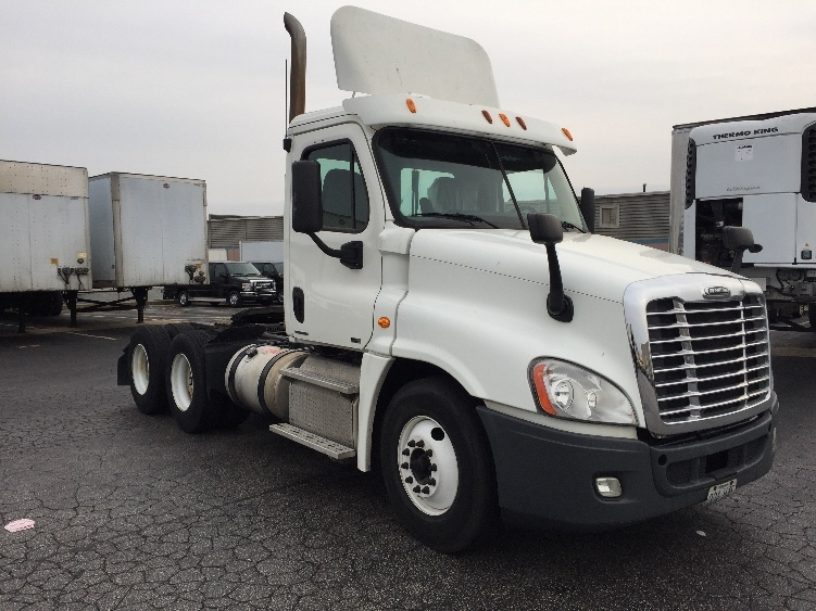 Day Cab Tractor-Heavy Duty Tractors-Freightliner-2011-Cascadia 12564ST-EARTH CITY-MO-533,426 miles-$32,250
