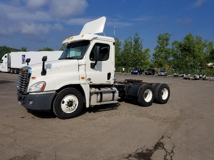 Day Cab Tractor-Heavy Duty Tractors-Freightliner-2011-Cascadia 12564ST-BINGHAMTON-NY-555,065 miles-$24,250