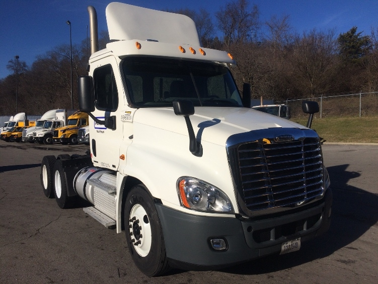 Day Cab Tractor-Heavy Duty Tractors-Freightliner-2011-Cascadia 12564ST-KNOXVILLE-TN-521,453 miles-$30,750