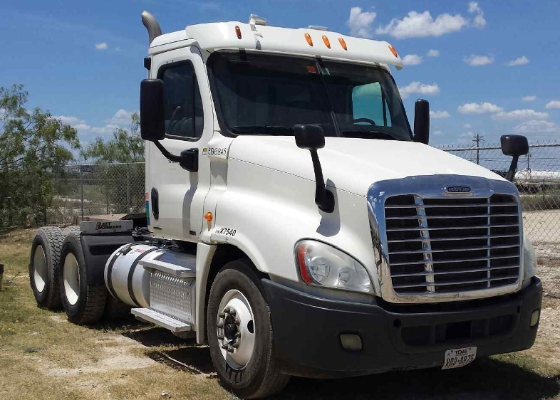 Day Cab Tractor-Heavy Duty Tractors-Freightliner-2011-Cascadia 12564ST-SAN ANGELO-TX-230,958 miles-$40,000