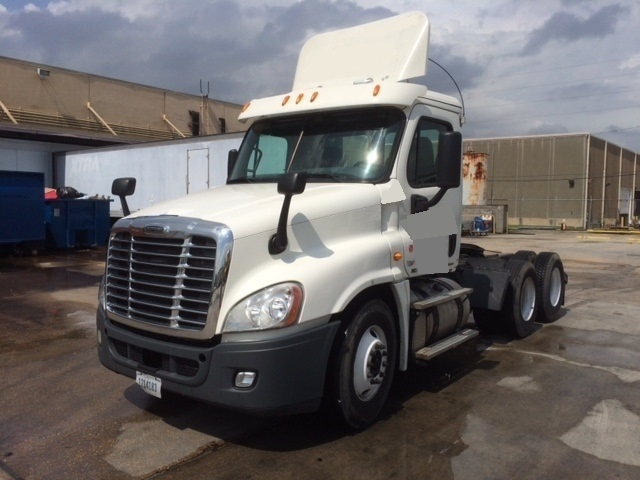 Day Cab Tractor-Heavy Duty Tractors-Freightliner-2011-Cascadia 12564ST-HARAHAN-LA-371,471 miles-$38,000