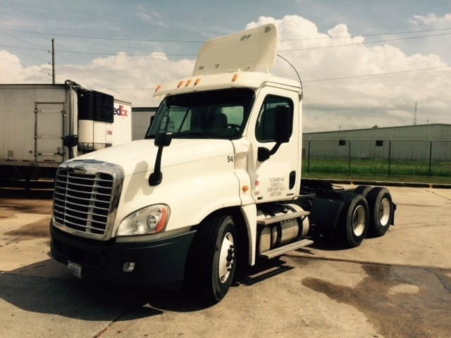 Day Cab Tractor-Heavy Duty Tractors-Freightliner-2011-Cascadia 12564ST-HARAHAN-LA-435,428 miles-$35,250