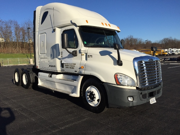 Sleeper Tractor-Heavy Duty Tractors-Freightliner-2011-Cascadia 12564ST-MOUNT PLEASANT-PA-450,436 miles-$39,000