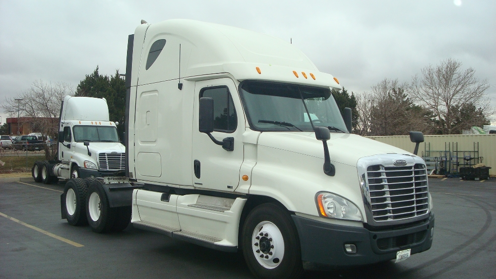 Sleeper Tractor-Heavy Duty Tractors-Freightliner-2011-Cascadia 12564ST-AURORA-CO-829,214 miles-$29,000