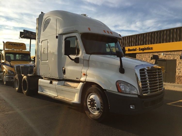Sleeper Tractor-Heavy Duty Tractors-Freightliner-2011-Cascadia 12564ST-CHICOPEE-MA-593,175 miles-$36,750