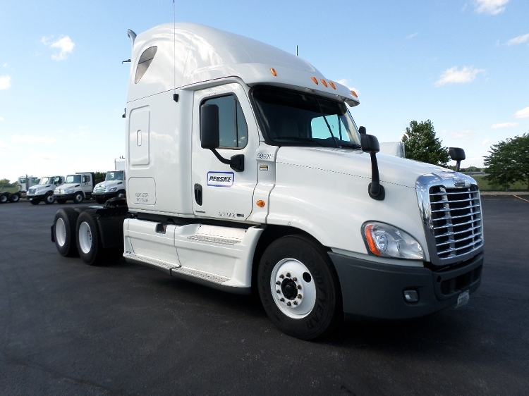 Sleeper Tractor-Heavy Duty Tractors-Freightliner-2011-Cascadia 12564ST-ROSEVILLE-MN-522,238 miles-$39,000