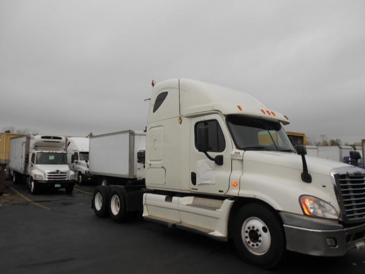 Sleeper Tractor-Heavy Duty Tractors-Freightliner-2011-Cascadia 12564ST-EAST WINDSOR-CT-738,414 miles-$27,250