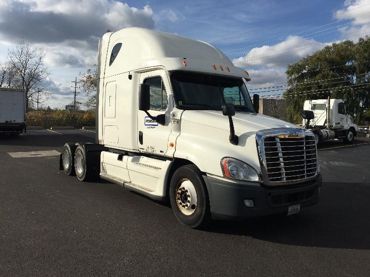 Sleeper Tractor-Heavy Duty Tractors-Freightliner-2011-Cascadia 12564ST-LENEXA-KS-586,151 miles-$30,500