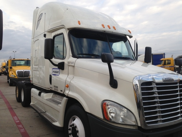 Sleeper Tractor-Heavy Duty Tractors-Freightliner-2011-Cascadia 12564ST-DALLAS-TX-518,874 miles-$18,000