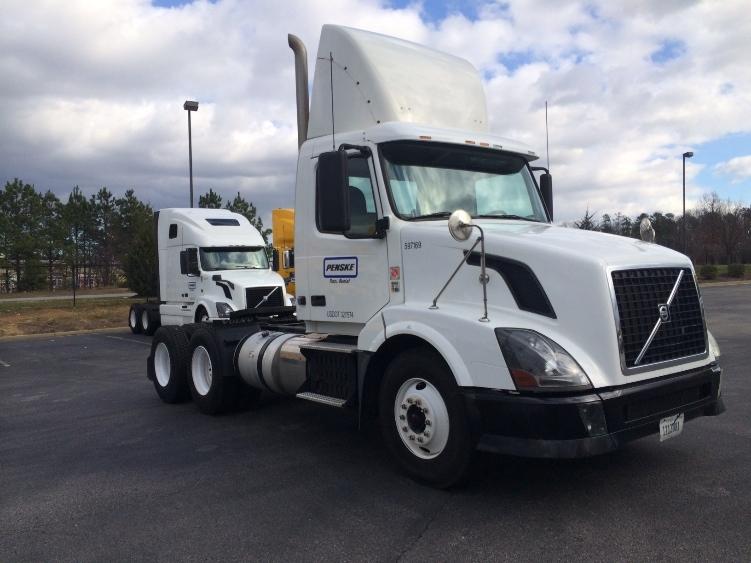 Day Cab Tractor-Heavy Duty Tractors-Volvo-2011-VNL64T300-FREDERICKSBURG-VA-376,368 miles-$33,250