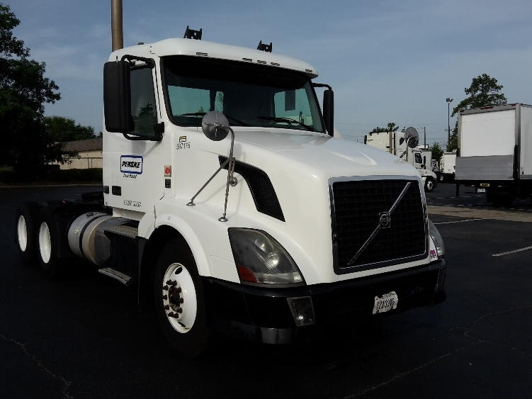 Day Cab Tractor-Heavy Duty Tractors-Volvo-2011-VNL64T300-CHARLOTTE-NC-435,962 miles-$29,500