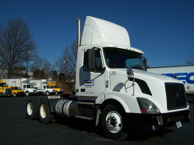Day Cab Tractor-Heavy Duty Tractors-Volvo-2011-VNL64T300-OLIVE BRANCH-MS-483,999 miles-$30,750
