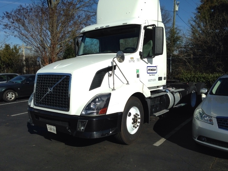 Day Cab Tractor-Heavy Duty Tractors-Volvo-2011-VNL64T300-CHARLOTTE-NC-470,612 miles-$29,000