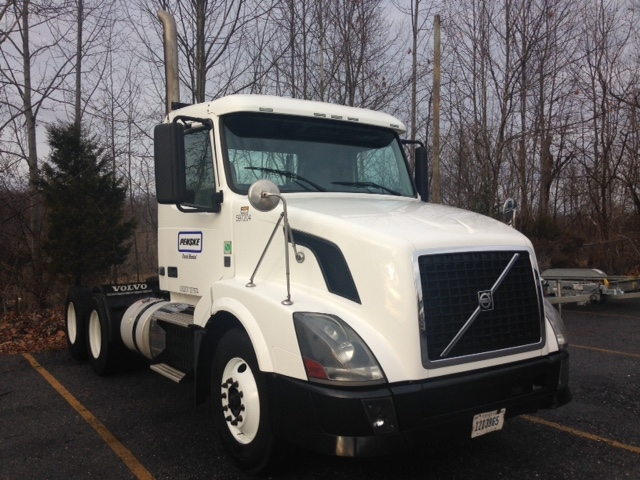 Day Cab Tractor-Heavy Duty Tractors-Volvo-2011-VNL64T300-KNOXVILLE-TN-423,576 miles-$30,750