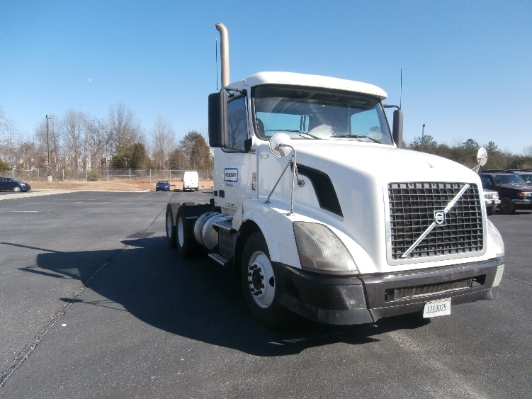 Day Cab Tractor-Heavy Duty Tractors-Volvo-2011-VNL64T300-FLORENCE-SC-521,933 miles-$31,250