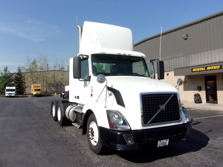 Day Cab Tractor-Heavy Duty Tractors-Volvo-2011-VNL64T300-CARLISLE-PA-397,046 miles-$25,750